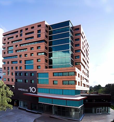 Oficina en renta en edificio de zona 13.