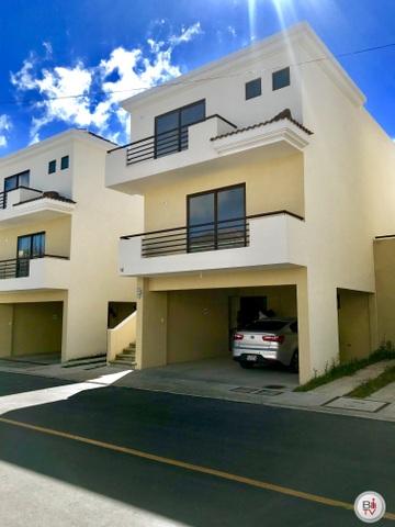 Casa en venta en zona 16, Vista Hermosa IV, Condominio Vistas de San Isidro