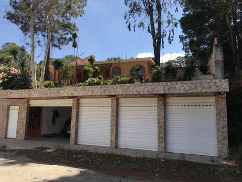 Amplia casa en alquiler en zona 16, Kanajuyu