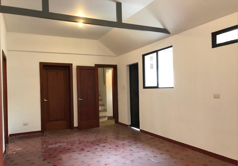 Casa / Oficina en renta sobre avenida/calle principal zona 10