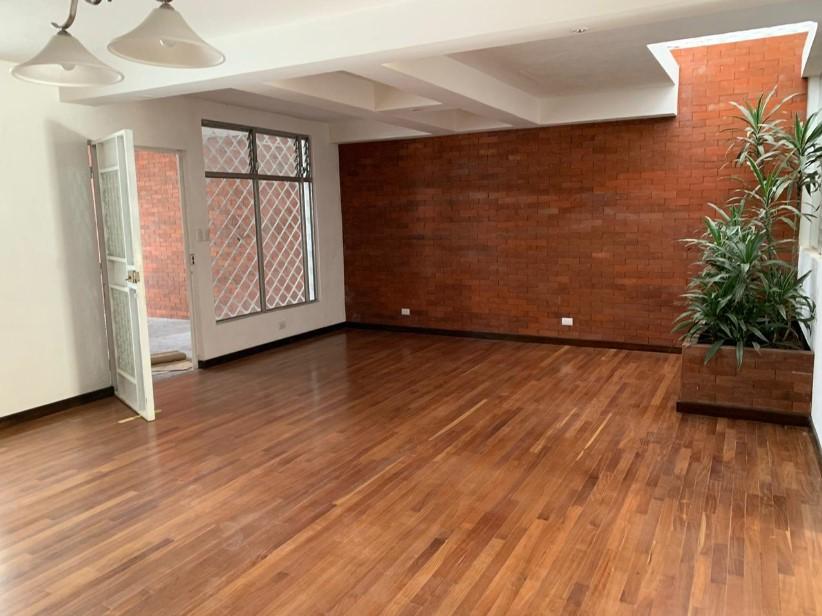 Casa de un nivel en alquiler, zona 13