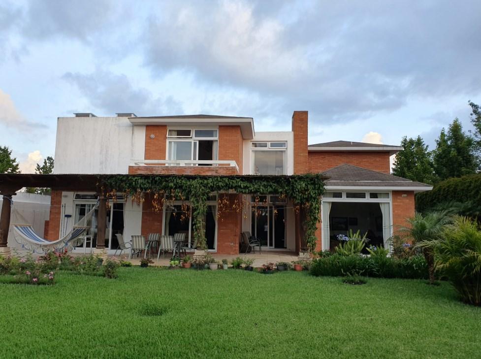 Casa dentro de condominio en Muxbal