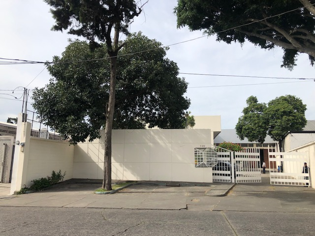 Edificio en renta con bodega en zona 9