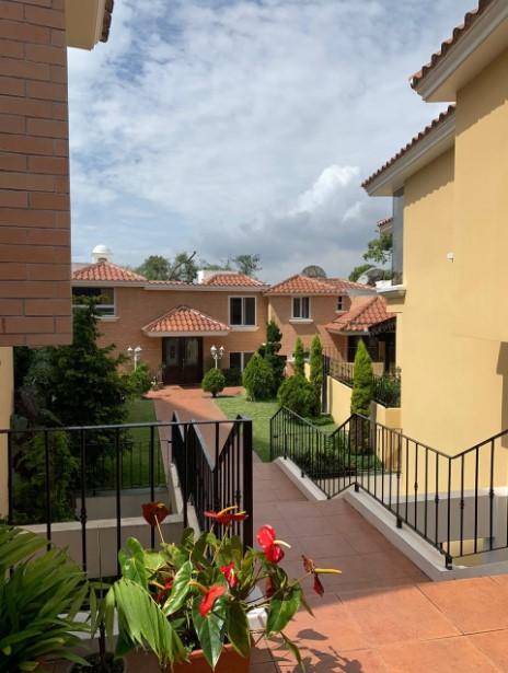 Casa en venta de 4 habitaciones en VHII, dentro de condominio