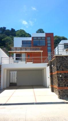 Casas en Venta en Residenciales Alto Valle, CES.