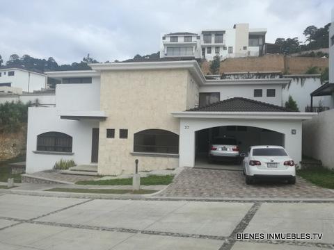Casa a la Venta en Lomas de San Isidro