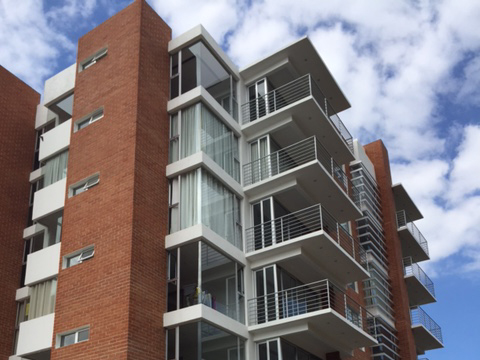 Lindo e iluminado apartamento de 3 habitaciones en zona 16