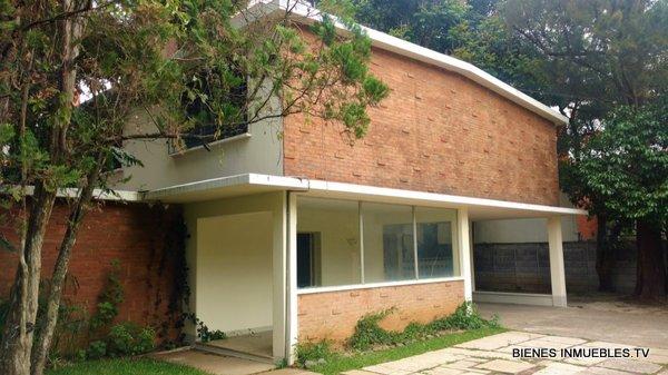Casa para oficinas en renta en zona 14.