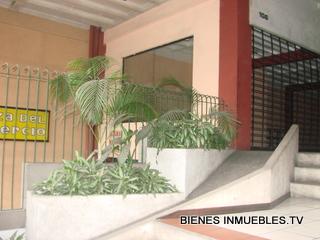 Edificio en alquiler de dos niveles en zona 1