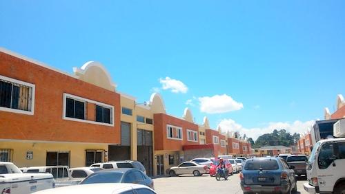 Ofibodega en venta en Empresarial San Javier, Zona 3 de Mixco.